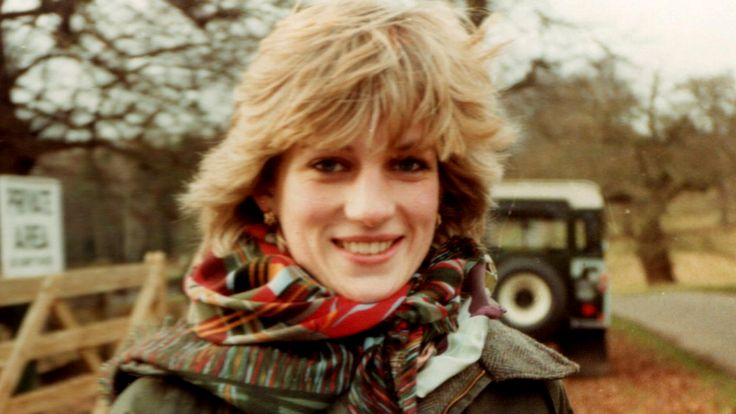 See previously unreleased photos of Princess Diana relaxing in the country