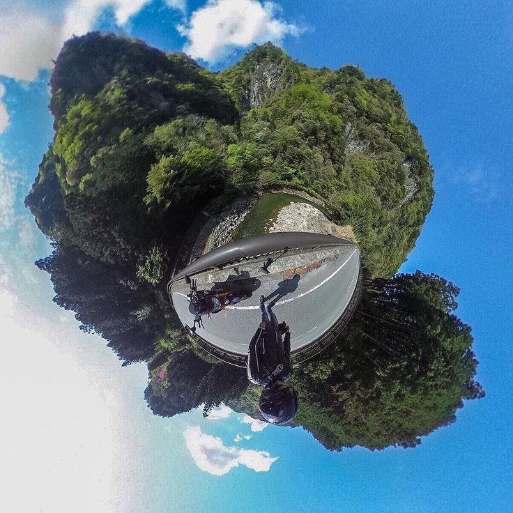 この橋で撮影してたら後から知らんMT-09乗りの方が来てぺこりと挨拶 暫く走った先の橋の所で今度はその方が撮影してはりました() #香落渓 #火山岩 #橋 #青蓮寺川 #YAMAHA #MT09 #FZ09 #motorcycle #うちのM子 #THETA #THETAS #RICOH #THETA360 #リコー学部 #littleplanet #リトルプラネット by hanenashi