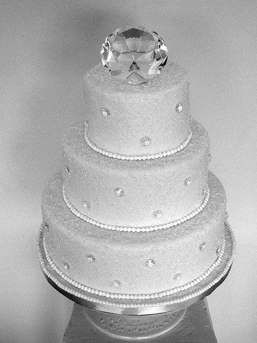 Match your diamond theme wedding with a stunning cake decorated with diamonds. http://www.creative-theme-wedding-ideas.com/diamond-wedding-theme.html#cakes