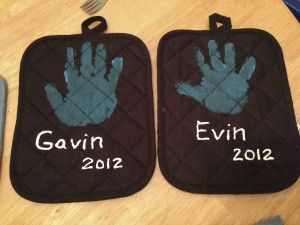 Hand print pot holders! Great gift for the grandparents especially!