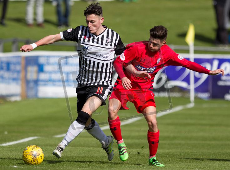 Elgin City's Archie McPhee on the ball during the SPFL League Two game between Elgin City and Queen's Park.