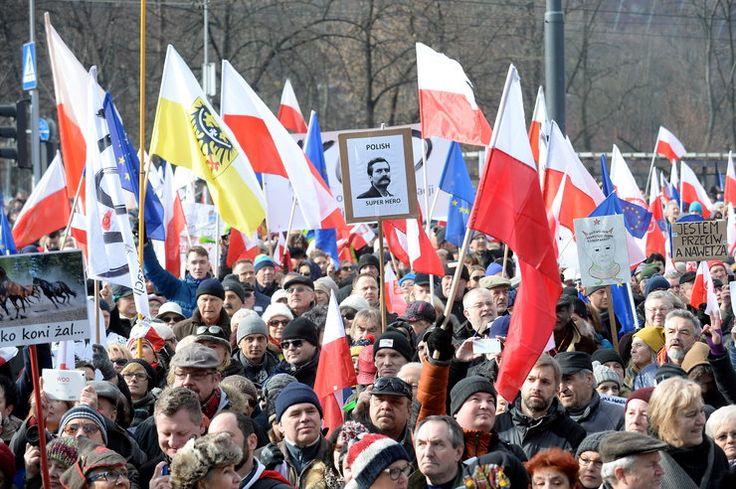 """""""My, Naród!"""". Zobacz zdjęcia z marszu KOD w Warszawie"""