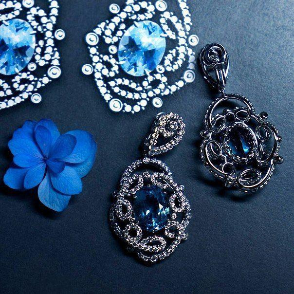 Желаете ощущать себя молодыми и счастливыми? Тогда вам нужны романтичные бразильские аквамарины из месторождения Santa Maria  #cluev #hautejoaillerie #jewelery #PreciousStones #aquamarine