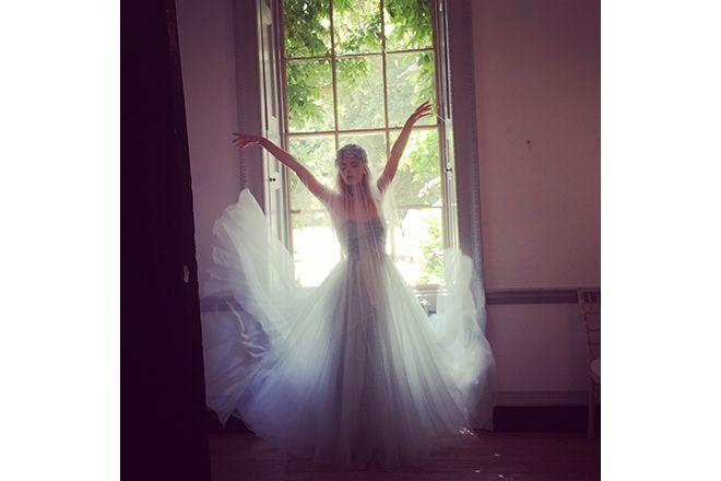 VOGUE Weddingの「パステルカラーのプリンセス。【VOGUE Wedding 2016年秋冬号ファッション撮影の裏側】」に関するページです。VOGUE JAPANが手掛ける「VOGUE Wedding(ヴォーグウェディング)」は世界トップのフォトグラファー及びモデルを多彩に起用した最も洗練されたウエディング誌です。「世界でいちばん美しい花嫁になる」をコンセプトとしたハイエンドでモードな情報が満載です。