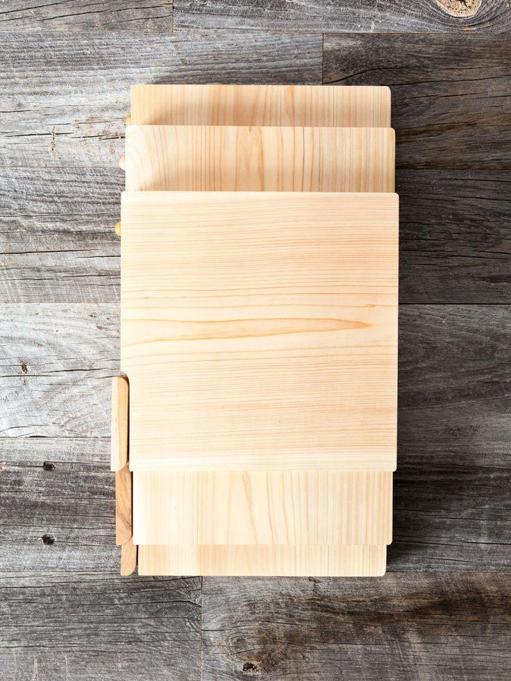 Hinoki Cutting Board with Stand from rikumo