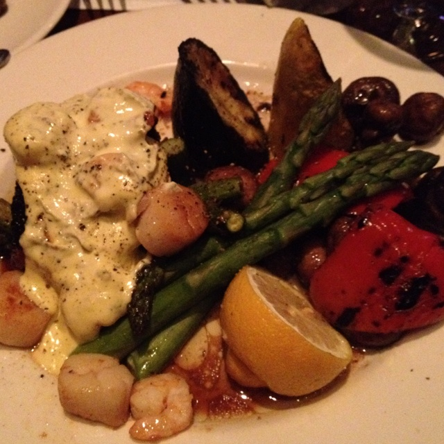 Sirloin oscar with a side of mixed veggies -  you have to love the shrimp, scallops, and bearnaise sauce.