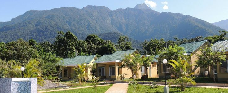 A spectacular eco paradise along the Corinto River, at the base of Pico Bonito mountain, this lush, green, tropical oasis is only 10 minutes from La Ceiba