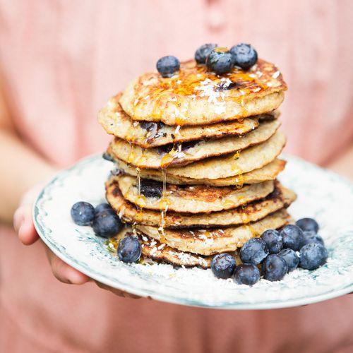 Deze pannenkoekjes zijn niets minderdan een familietraditie. We bakkener altijd een hele stapel van als webrunchen. We maken ze al jaren enhebben het recept aan het grootste deelvan onze familie en vrienden gegeven.En...