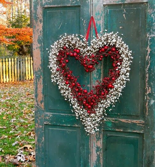Dishfunctional Designs: Valentine's Day Wreaths: Ideas & Beautiful Inspiration