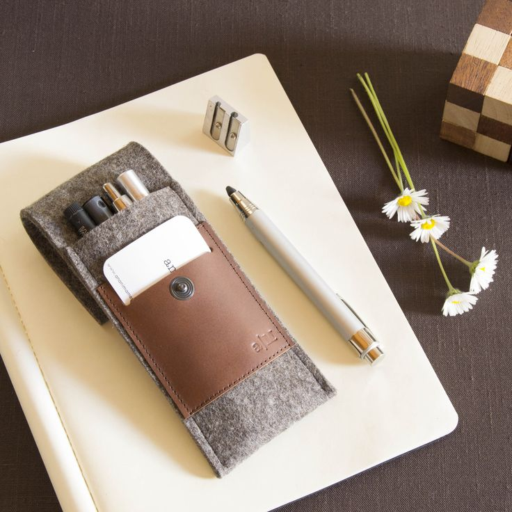 Felt and leather pencil case #giftidea #woolfelt #vegetabletannedleather #madeinitaly #feltcase #penholder