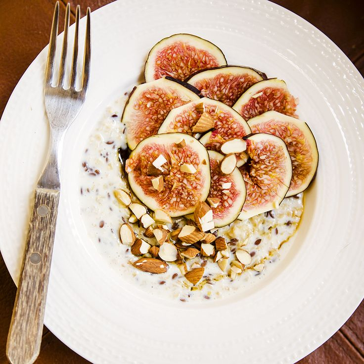 #breakfast #porridge #linen #figs #almonds #molasses #delicious #foodcoaching #easypeasy