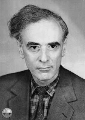 """Lev Davidovich Landau. (1908 - 1968)  Premio Nobel de Fisica en 1962por sua teoria da matéria condensada, em particular do hélio líquido. Em companhia de Evgeny Lifshitz desenvolveu um grande trabalho de divulgação científica através de uma coleção em 10 volumes denominada """"Curso de Física Teórica"""", famoso e ainda atual em todas as universidades.,"""