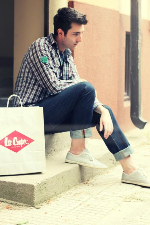 Plaid Shirt/Blue Jeans/Gray Sneaker