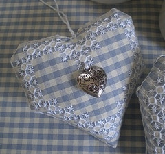 cuore a broderie suisse