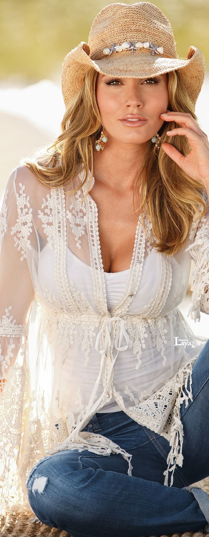 Love the lace top and cowgirl hat!!!! ~~~
