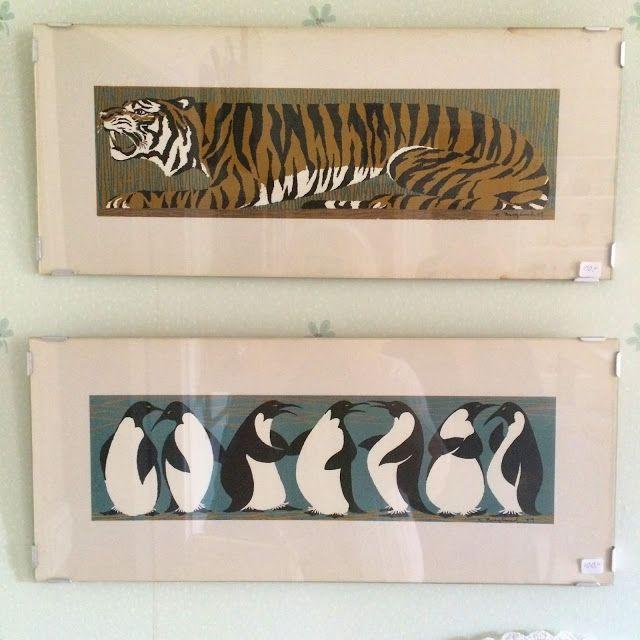 2 ljuvliga tavlor av Kalle Berglund (mannen bakom Jämtälgen) Dessa gjorde han 1959 och de ingår i en serie om totalt fem olika djurtavlor: pingviner, tiger, giraff, apa och flamingo. Dessa 5 tavlor gjordes i en mycket lite upplaga./50-tals keramik