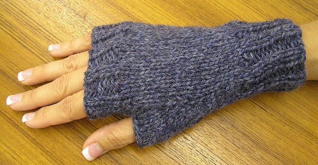easy fingerless mitts.  free pattern.