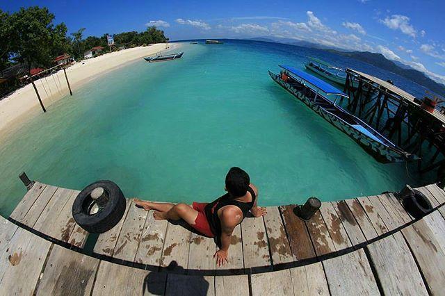 @Regrann from @pai.malala - 📷 @ardiesensei. . . 📌Lokasi Sirandah Island, Pesisir Selatan - Sumatera Barat. . . ➖➖➖➖➖➖➖➖➖➖➖➖ Sirandah Merupakan salah satu pulau di Sumatera Barat, Pulau Sirandah terletak disebelah barat Pulau Sikuai, Pulau mungil ini merupakan pulau kosong yang masih tercium aroma alamai keindahan alam dengan pasir putih yang melingkari setiap sisir pantai. . Saat ini pulau sirandah telah menjadi destimasi wisata alam yang saat digemari oleh para pecinta alam, selain itu…