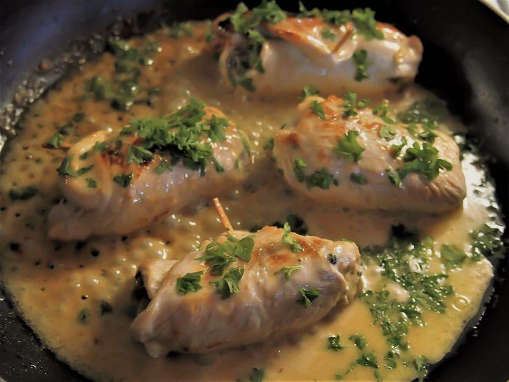 Tateilla ja juustolla täytetyt kalkkunakääröt / Turkey rolls stuffed with boletes and cream cheese
