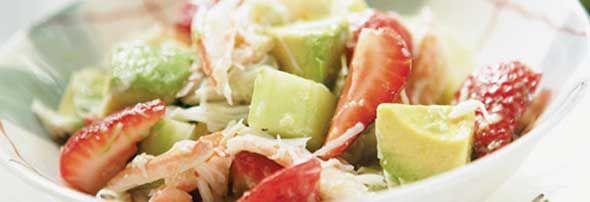 Salade de crabe et de fraises au citron vert -  Un peu de la mer, un peu de la terre! Une délicieuse combinaison. Essayez aussi avec du homard ou des crevettes! Un recette proposée par FraiseBec
