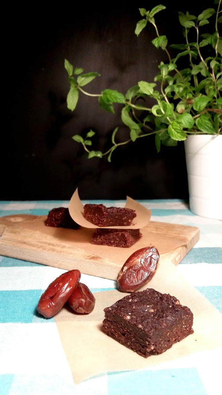 Isi Bimby: Brownies crus de tâmaras e nozes / Raw dates and nuts brownies