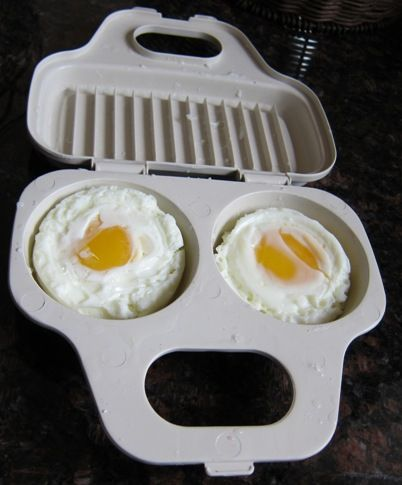 Do you love poached eggs? Think that poaching eggs is too complicated? Do you crave eggs but avoid cooking them because you don't feel like watching them on the stove and washing the pots and …