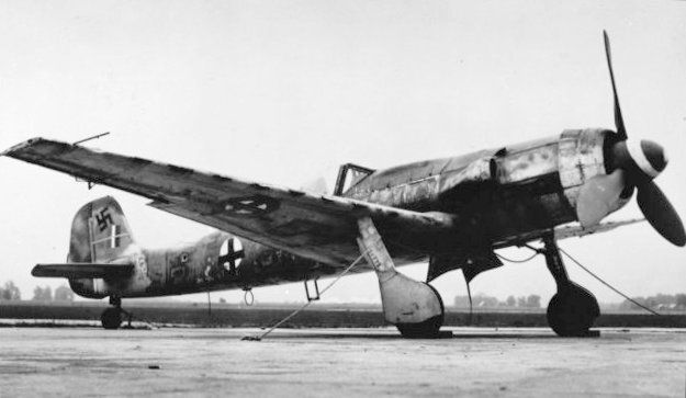 "Focke-Wulf Ta 152 H The Ta 152 was a development of the Focke-Wulf Fw 190 aircraft. It was intended to be made in at least three versions—the Ta 152H Höhenjäger (""high-altitude fighter""), the Ta 152C designed for medium-altitude operations and ground-attack using a different engine and smaller wing, and the Ta 152E fighter-reconnaissance aircraft with the engine of the H model and the wing of the C model.~ BFD"