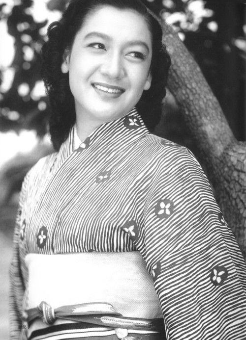Legendary Japanese actress Setsuko Hara in kimono.  She always radiated such warmth and beauty.