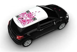 A Citroën DS3 decorated by students from the Corvisart-Tolbiac graphic arts secondary school.
