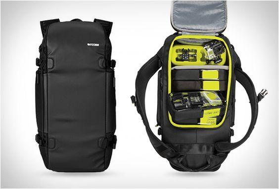 MOCHILA INCASE GOPRO BACKPACK  A Incase GoPro Camera Backpack, é uma mochila perfeita para levar com você o amado kit de acessórios para câmeras, oferecendo grande organização e proteção.