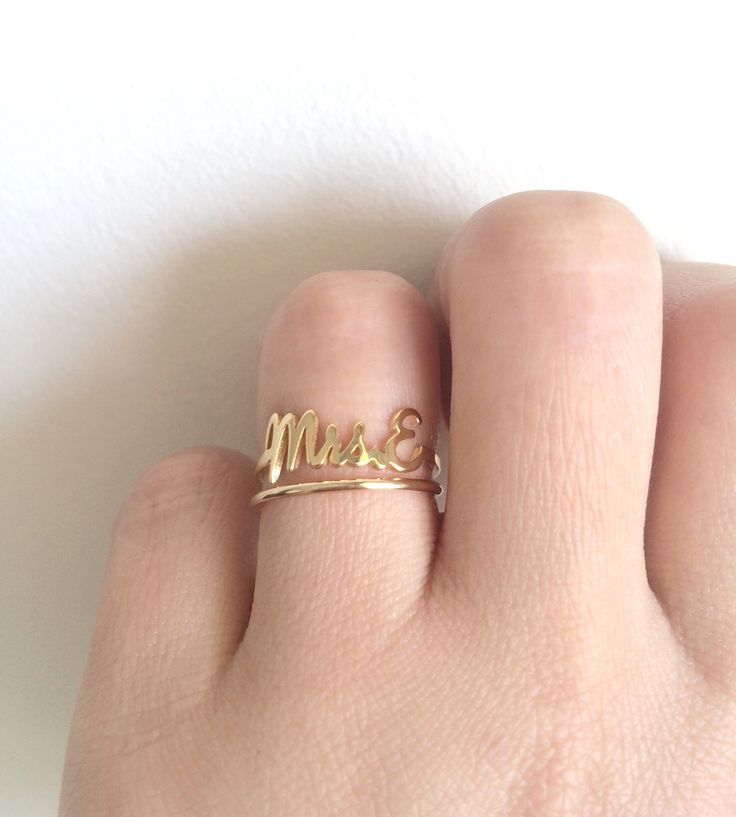 This 14k solid gold Mrs. E Ring can be customized with the initial of your choice. Available in 14k yellow, white or rose gold. Looks beautiful on any finger; simple and elegant. Makes a beautiful mod