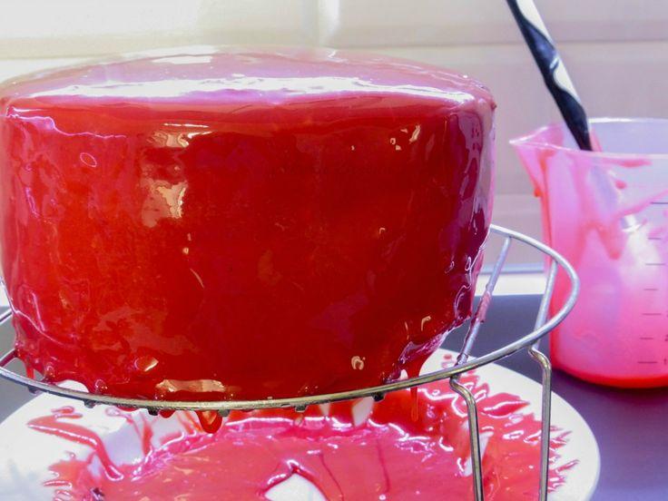 E come promesso eccomi qua con un altra preparazione per realizzare la torta Giorgio di Ernst Knam Oggi vi do la ricetta della Glassa a specchio o lucida rossa