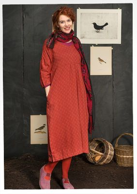 """Gudrun Sjödéns Januar Highlights - Das etwas länger geschnittene Kleid ist schön bequem und sieht auch noch toll aus! Besonders der Wechsel von glänzenden und matten Segmenten führt zu einem tollen Lichtspiel. Kauft jetzt das reduzierte Kleid """"Shadow"""" aus Baumwolle/Viskose für nur 44,00 Euro anstatt 89,00 Euro. http://www.gudrunsjoeden.de/mode/produkte/kleider"""