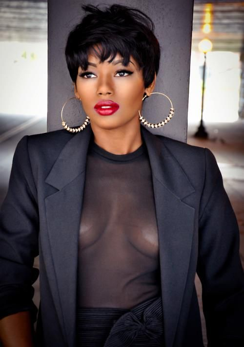 She's gorg! Her hair, makeup, complexion, fit...LAID and #BeatToCapacity !!!