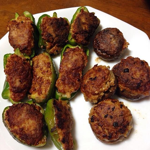 先月はできなかったけど、月1料理♪ - 4件のもぐもぐ - ピーマンとしいたけの肉詰め by mihooo1204