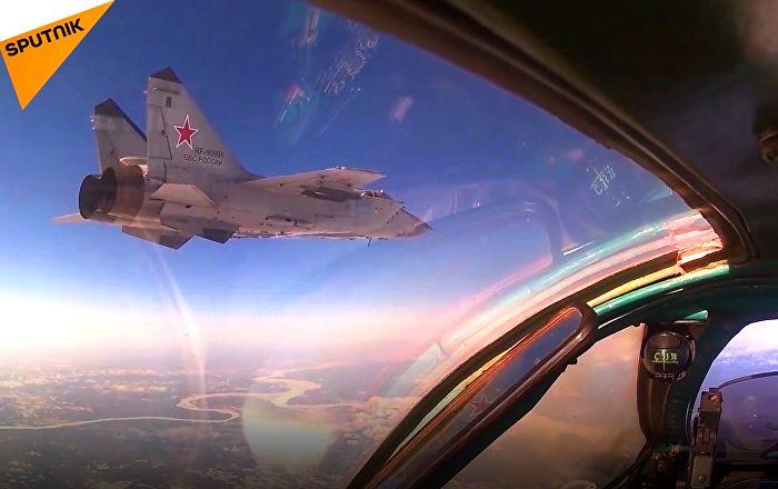 """MiG-31 und Su-24 verlegt: Russische Piloten """"entgehen"""" Feindesschlag – VIDEO"""