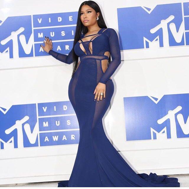 MTV 2016 : Nicki Minaj beautiful blue dress👌🏾💎👗👑💕