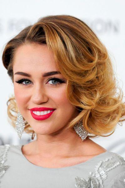 EN IMAGES. Les coiffures de Miley Cyrus, des cheveux