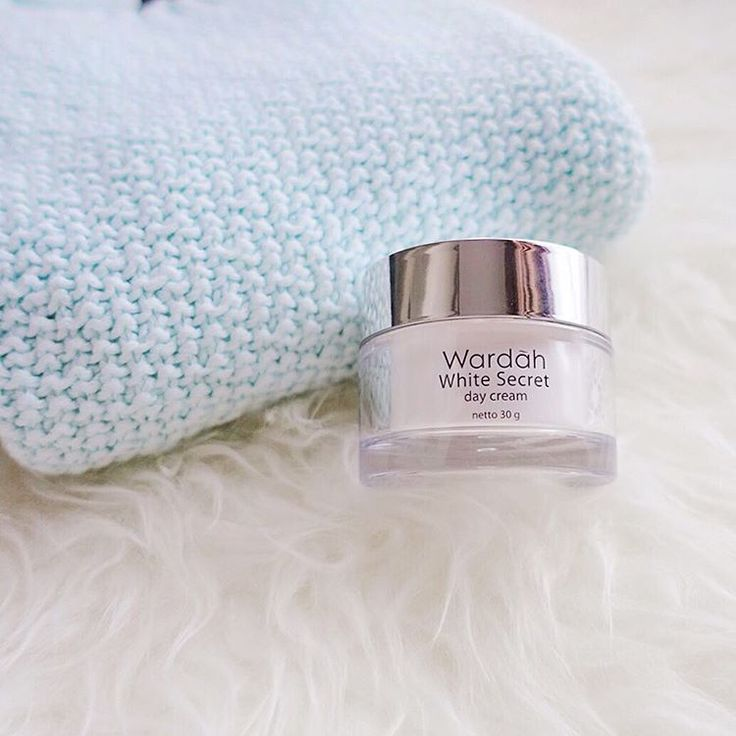 """Stay cozy in sweater-weather! Because all you need is just finding a right rich cream with good moisturizer. Wardah White Secret Day Cream is not only…"""