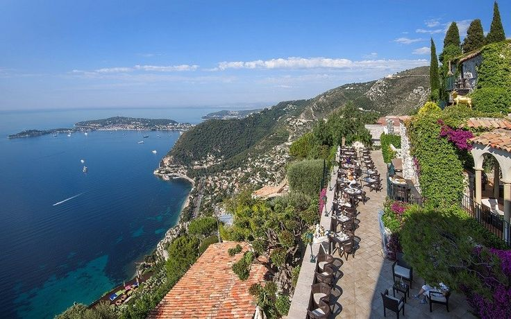 Hotel en la Costa Azul: Château de La Chèvre d'Or #ChâteaudeLaChèvredOr  #mediterraneo #vistas #escarpada #jardinesmediterráneas #Hotel #costaazul