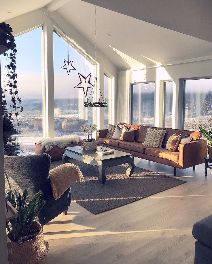 """4,060 likerklikk, 58 kommentarer – Malene Foss (@husefjell) på Instagram: """"Vintersola leker seg i vinduene ❄️ Her oppe har vi sol hele året, og det er utrolig deilig Blir så…"""""""