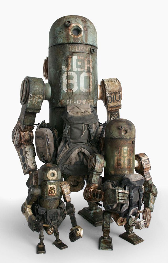 https://flic.kr/p/bscxWK | IMG_54400 | Ashley Wood's World War Robot Toys by ThreeA, shots of the WWR and WWRp JEA Marine MK3 Berties and the Marine JEA Mk2 Bertie.