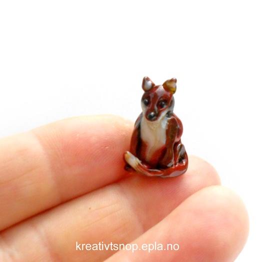 Little fox, lampwork by Trollsmed