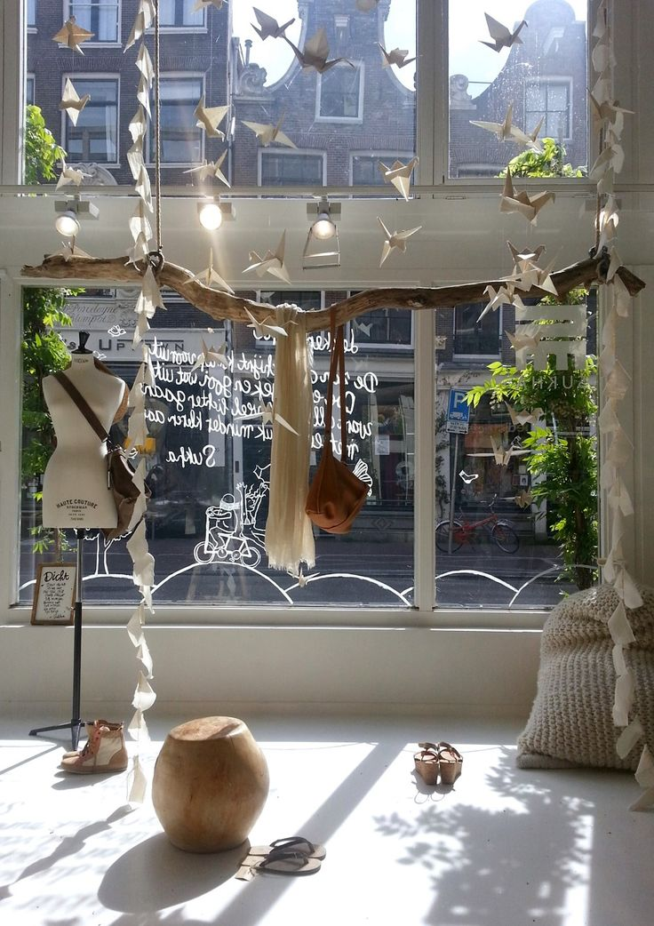 Sneakpreview van onze nieuwe etalage.*mooiste etalage/winkel van de Haarlemmerstraat imho