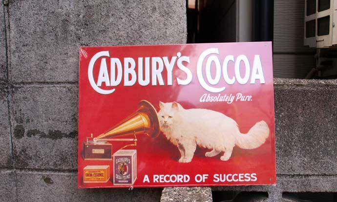 ブリキ看板 Cadbury's 猫とスピーカーフォン