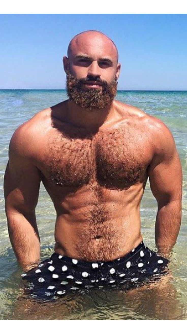 Straight hottie turns gay for bear