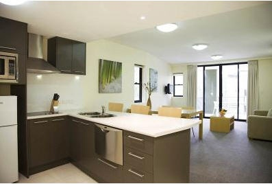 Coffs Harbour treetops Standard apartment kitchen & lounge
