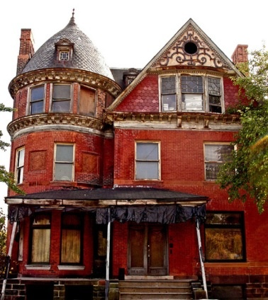 Detroit abandoned house, so many I'd love to bring back to life
