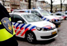 16-Sep-2015 7:53 - AGENTEN BLOKKEREN MINISTERIES; BUREAUS HELE DAG DICHT. In Den Haag blokkeren politieagenten uit het hele land vandaag enkele ministeries. Niemand mag er in of uit. De agenten voeren actie voor een betere cao. Ze willen in elk geval de ministeries van Algemene Zaken, Binnenlandse Zaken en Koninkrijksrelaties, Financiën en Veiligheid en Justitie afsluiten. De verwachting is dat zo'n vijfduizend politieagenten aan de actie meedoen. Ze vormen een menselijke keten...