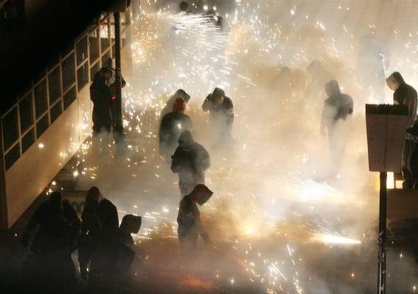 Un mar de fuego invade las calles